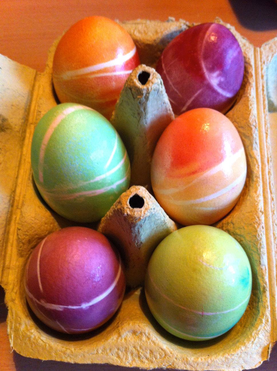 last minute eierf rben mit fl ssiger lebensmittelfarbe pharmamas blog. Black Bedroom Furniture Sets. Home Design Ideas