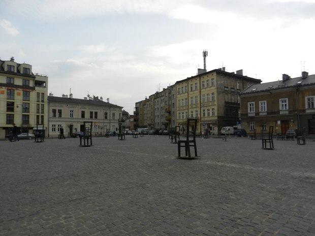 Platz-der-Ghettohelden-mit-Apteka